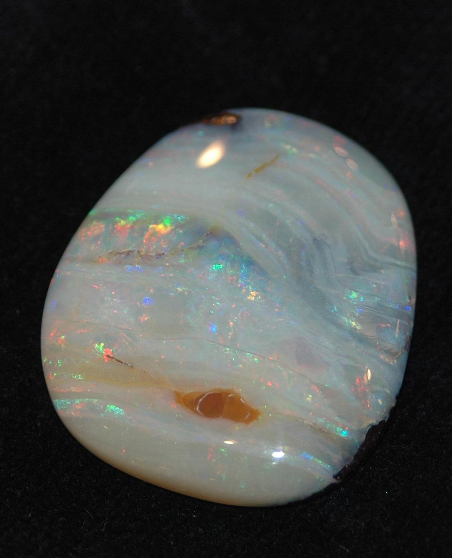 камень белый опал фото свойства и значение были